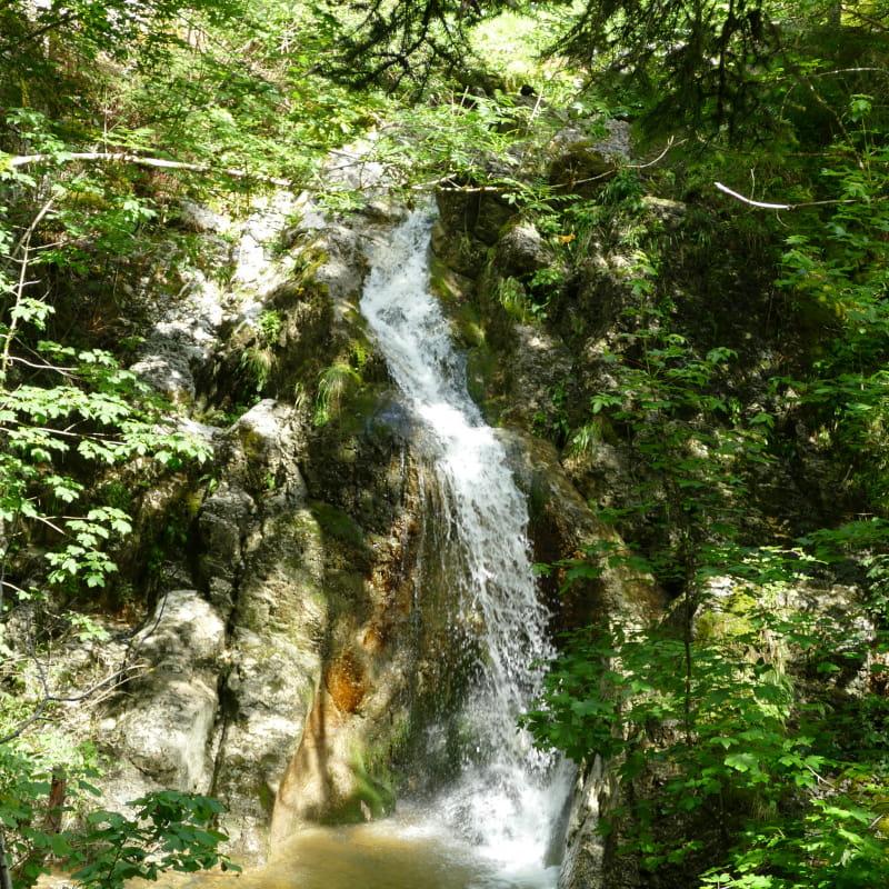 Cascade Brénod