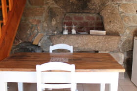 Le Four à pain table et four