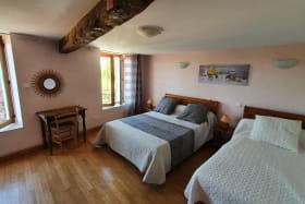 Chambre 1 avec 1 lit 140cm et 1 lit 90 cm