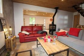 le salon avec le poële à bois