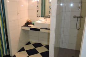 Chambres d'hôtes La Bergerie à Lussas - Salle d'eau chambre Sciotot