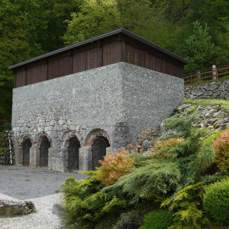 Site historique dans village calme Fours à chaux