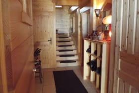 L'accés des chambres au 1er étage par l'entrée indépendante.