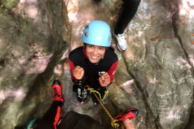 canyoning femme roche