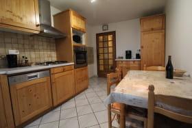 Le Gîte des Tuillières à Bagnols, dans le Beaujolais - Rhône : la cuisine.