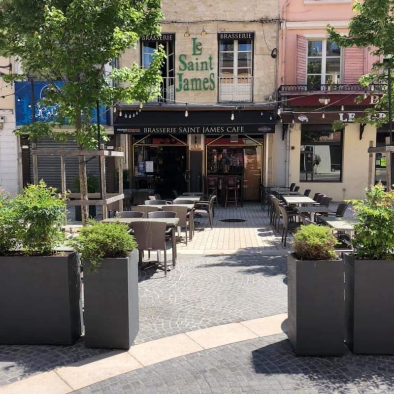Le Saint James Café