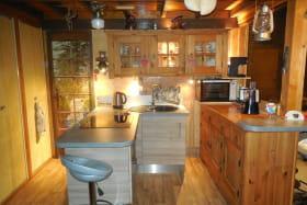 cuisine moderne ouverte sur salon et véranda
