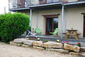 'Gîte des 2 chênes' à Bessenay (Rhône-Lyonnais): terrasse.