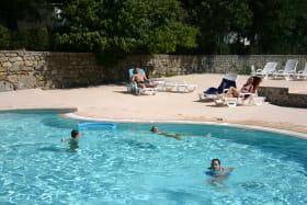 Piscine du Camping Les Châtaigniers à Laurac-en-Vivarais (Sud Ardèche)