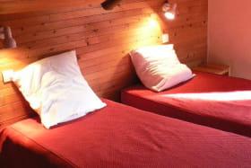 Deuxième étage chambre mansardée 2 lits simples