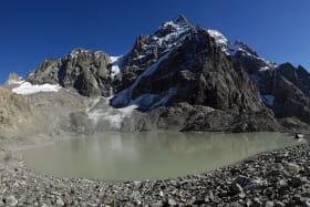 Lac des Rouies au départ du refuge de la Lavey