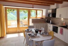Cuisine séjour avec accès terrasse