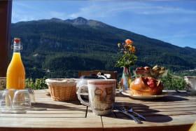 Terrasse avec vue sur les montagnes