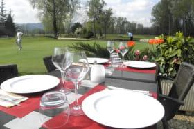 terrasse avec vue sur golf- restaurant le wedge