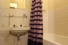 Appartement Villa Saint Antoine Orcival salle de bain
