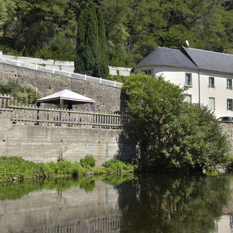 Maison au bord de la rivière