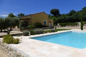 Vue de la maison avec piscine