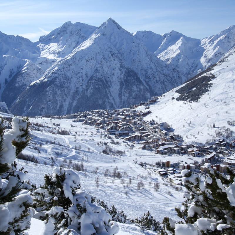 La station des 2 Alpes en hiver