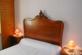 Chambre 1 avec lavabo Lit en 140cm