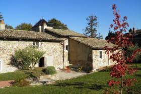 Gîte du Domaine Claire Rivier à Régnié-Durette (Rhône - Beaujolais) : terrasse, côté jardin