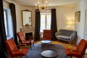 Gîte 8 personnes à Charentay - Route de St Pierre dans le Beaujolais - Rhône : le salon.
