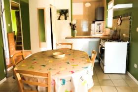 Séjour : espace repas et cuisine
