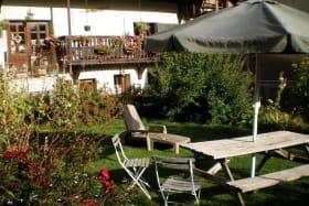 Une vue du jardin du vieux logis