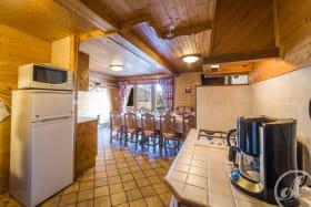 Appartement Le Lys Martagon -  Albiez Le Jeune - Proche station de Ski Albiez Montrond  - pièce de vie / coin cuisine