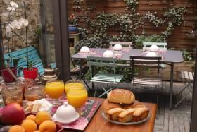 Petit déjeuner dans patio