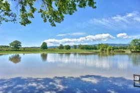 vous aurez l'accès à un étang privé avec votre location