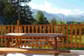 terrasse couverte orientée Sud et vue sur la moucherolle de Villard