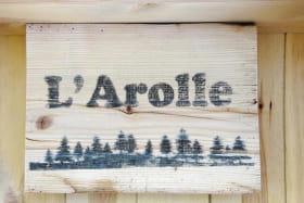 Détail de la décoration, peinture sur bois faite main.