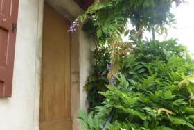 'Gîte des 4 Saisons' à Régnié-Durette (Rhône - Beaujolais vignobles) : porte d'entrée.
