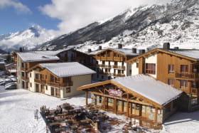 balcons-valcenis-village-lanslevillard-vue-hiver