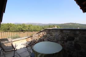 Terrasse solarium avec transat, salon de jardin