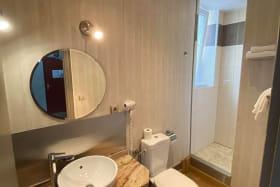 salle de bain chambre 22