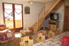 Salon & escalier d'accès chambres duplex