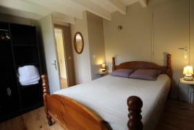 Le Gîte du Cèdre bleu à Ronno (Rhône - région Lac des Sapins) : la chambre (rez-de-chaussée).
