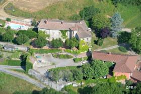 Grand gîte du Château de Charfetain à Brullioles (12 personnes, Rhône - Monts du Lyonnais) : le bâtiment principal.