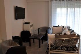 Gîte des Grenades à Toussieu (Rhône, Sud-Est de Lyon) : séjour, espace salon.