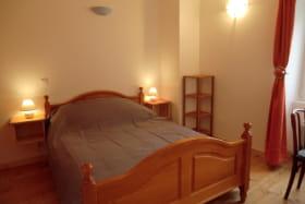 Chambre 1 lit 2 places ( 140 X 190 )