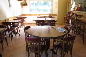 table ronde avec espace de circulation
