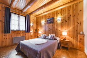 Chambre double spacieuse et cosy.