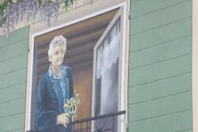 Chambres d'hôtes 'Le Relais du Colombier' à Marchampt (Rhône - Beaujolais) : fresque sur le mur de la terrasse.