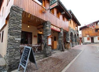 Restaurant Le Zaccota dans la rue piétonne de Montchavin