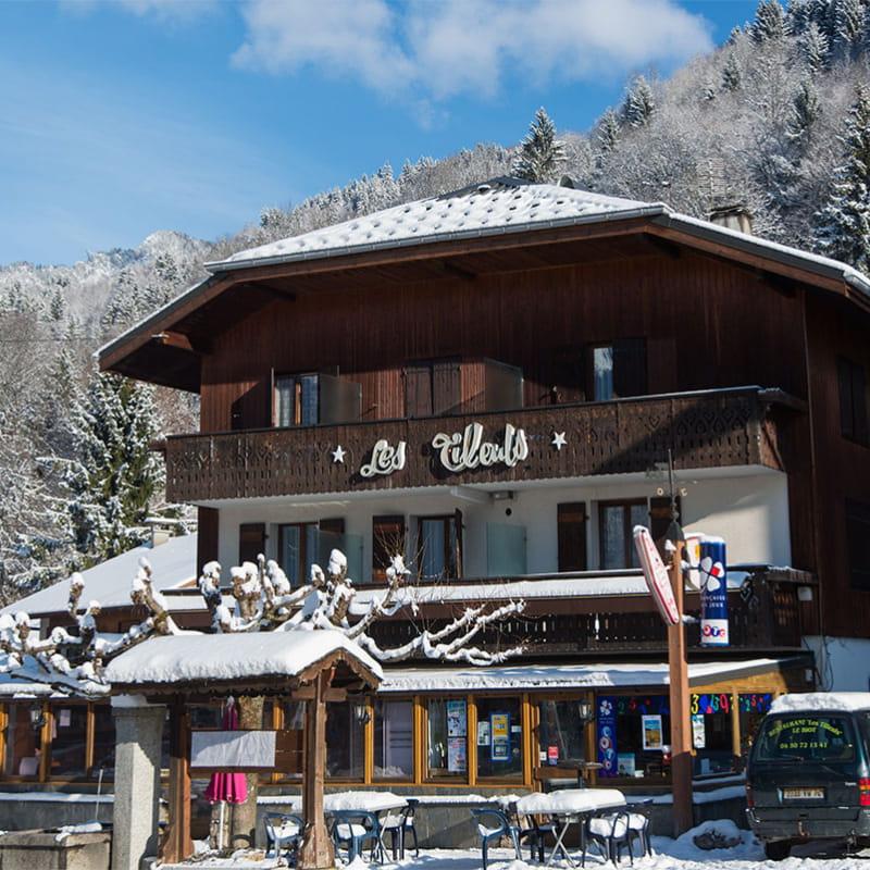Hôtel les Tilleuls au centre du village du Biot