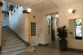 escalier monumental, plafond décoré