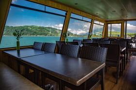 Panorama sur le Lac de la salle de restaurant du bateau le Savoyard