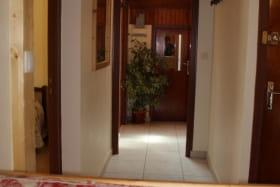 Couloir pour accès aux chambres