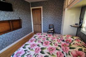 Chambres d'Hôtes en Chassagne à THURINS, dans le Lyonnais - Rhône : Ensemble familial (1ère chambre).